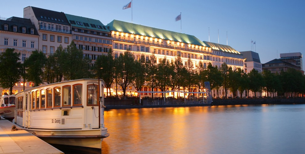 Four Seasons Hamburg Building-min