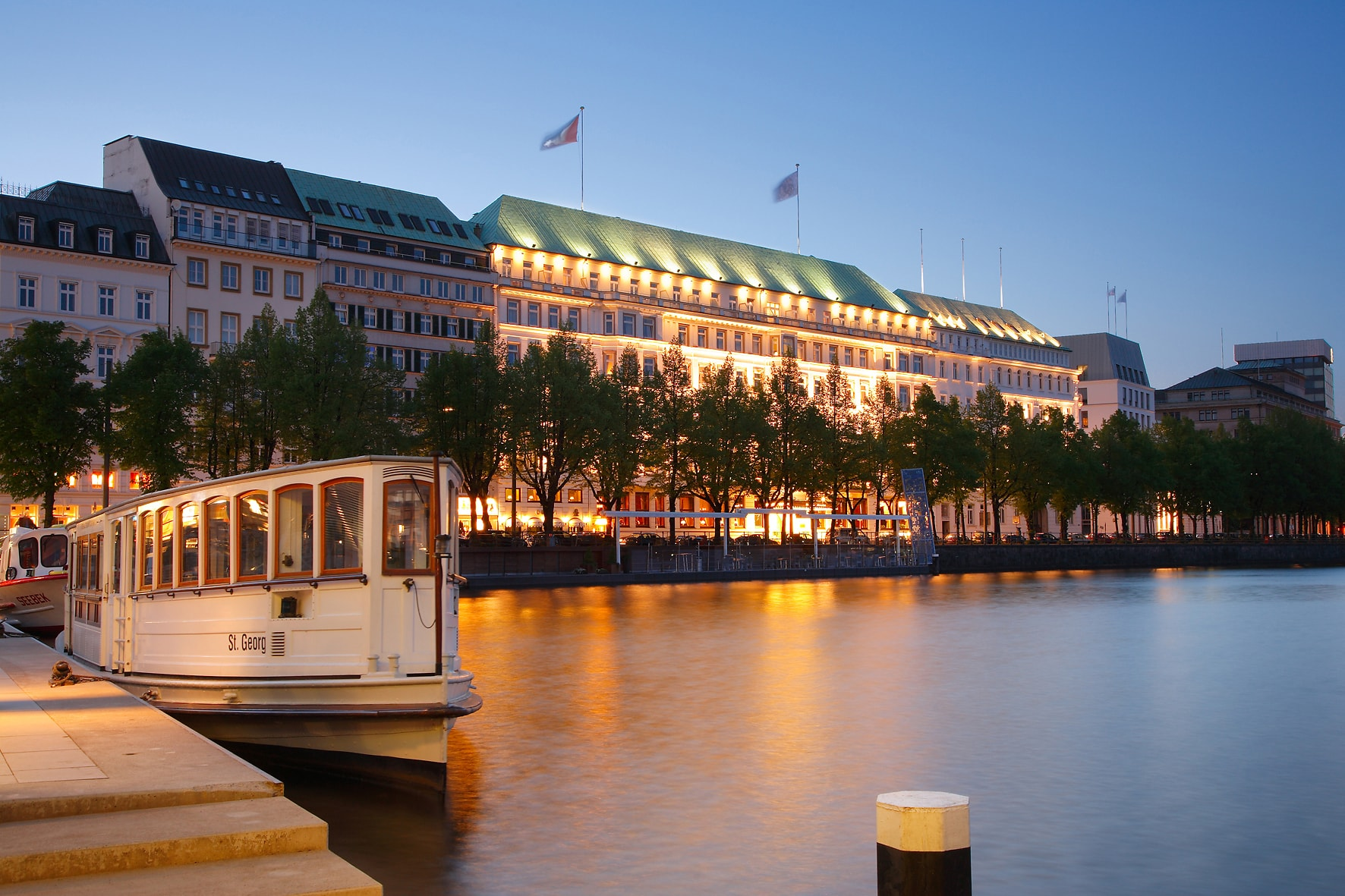 we turned the light on at fairmont hotel vier jahreszeiten in hamburg sicis diary. Black Bedroom Furniture Sets. Home Design Ideas